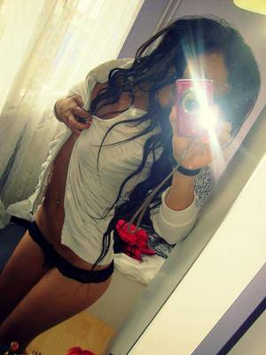 Simonne from  is interested in nsa sex with a nice, young man